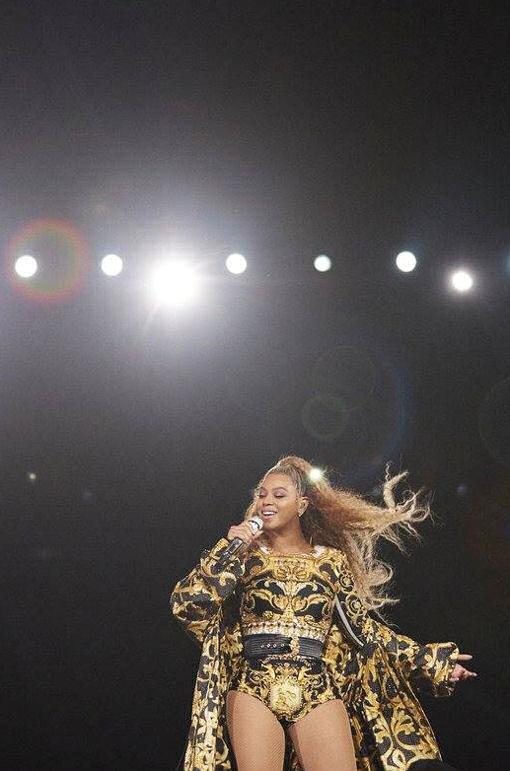 Beyoncé OTR 2 02 no…